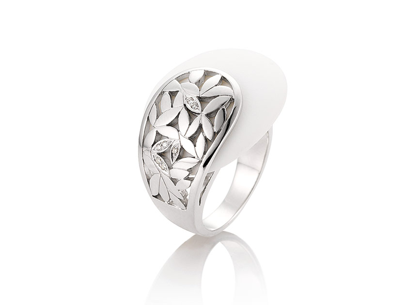 Breuning-PureFashion-SilverCorian-41054430-corian-ring.jpeg